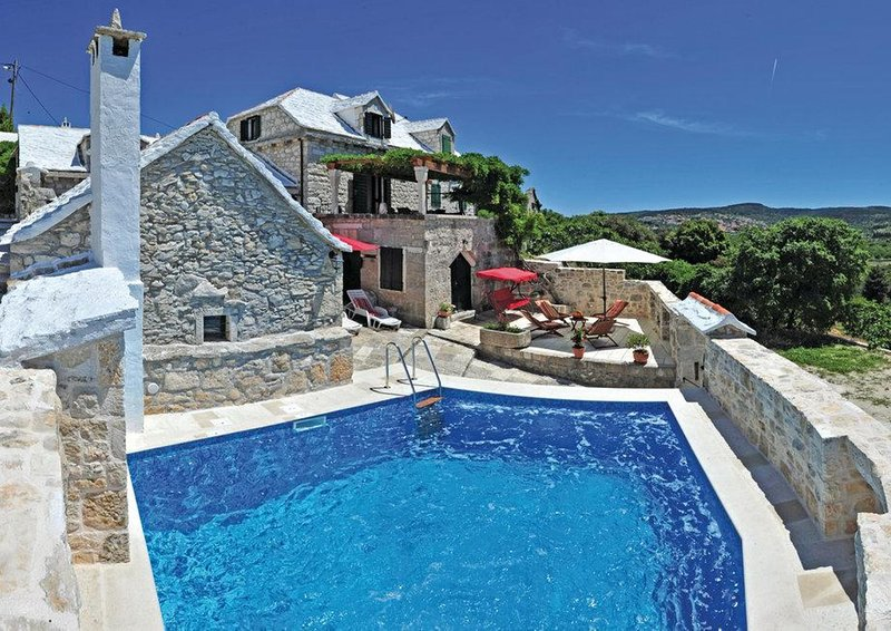 Stone holiday house Pergola, vacation rental in Nerezisca