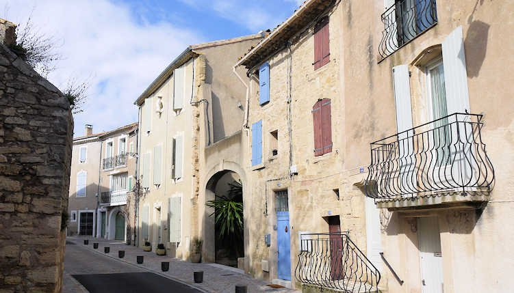 Holiday cottage, France, near Pezenas from €250pw sleeps 4, vacation rental in Saint-Thibery