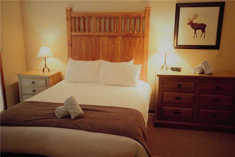 Snow Creek Lodge 303, holiday rental in Jaffray