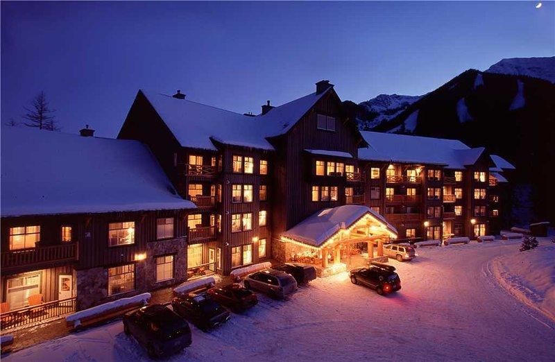 Snow Creek Lodge 404, holiday rental in Jaffray
