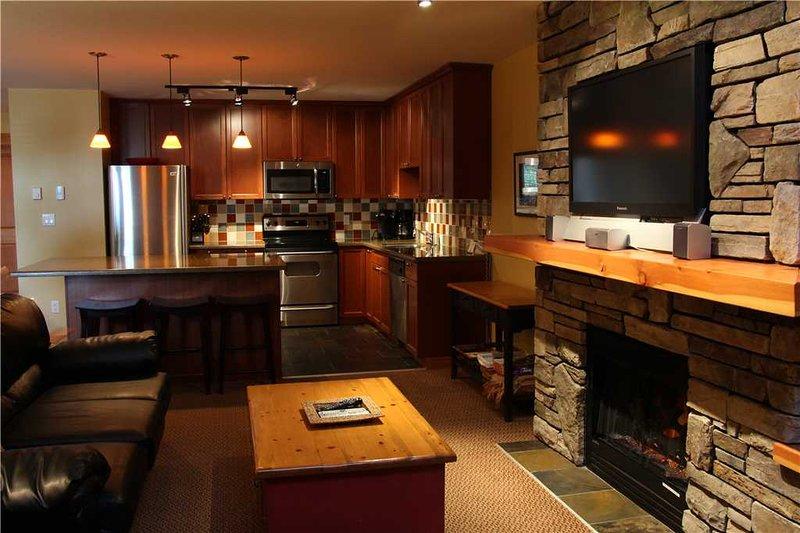 Pinnacle Ridge Chalet 45-101, casa vacanza a Fernie