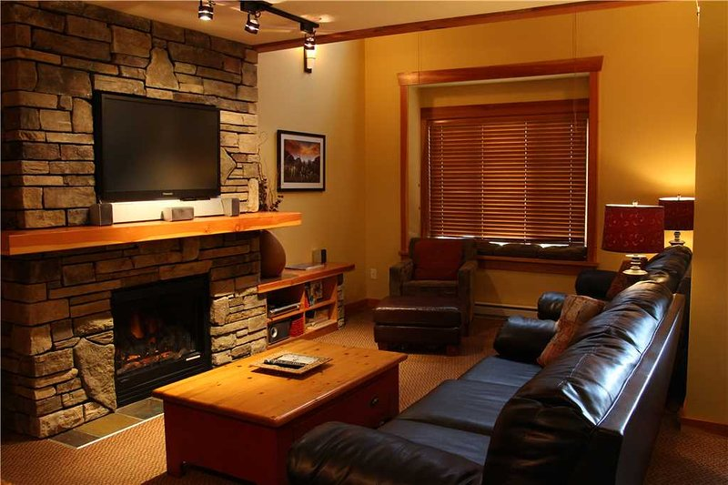 Pinnacle Ridge Chalet 41-103, holiday rental in Sparwood