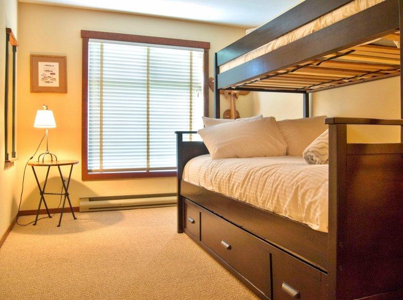 Snow Creek Lodge 217, holiday rental in Jaffray
