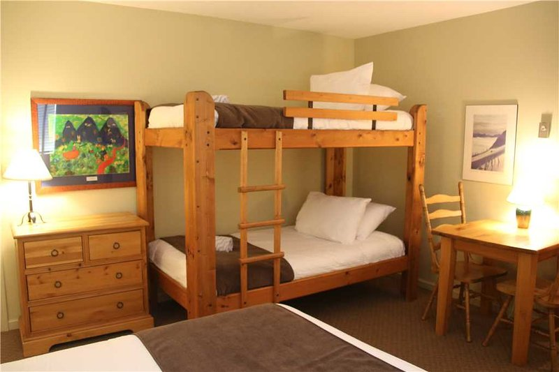 Timberline Lodges - 321 Aspen, holiday rental in Jaffray