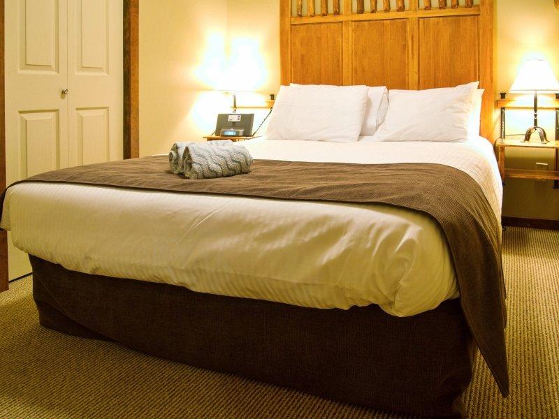 Snow Creek Lodge 308, holiday rental in Jaffray