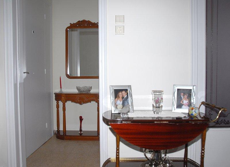 A entrada principal com um pequeno salão