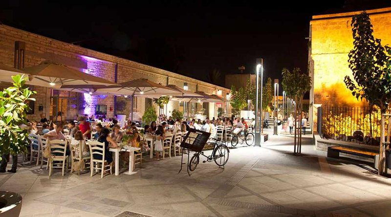 Limassol Old Town di notte