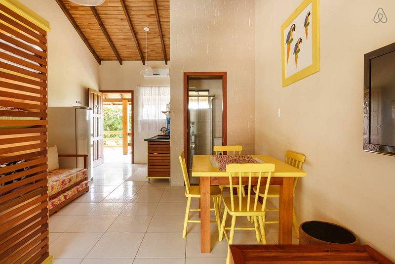 APARTAMENTO A BEIRA MAR DA PRAIA DA GAMBOA (YELLOW), vacation rental in Garopaba