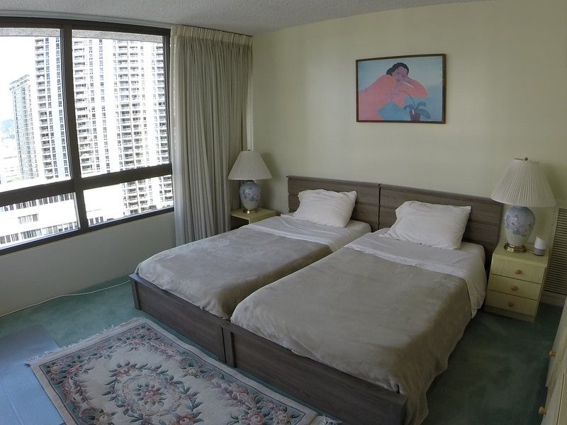 Camera 2 con 2 letti singoli e scrivania