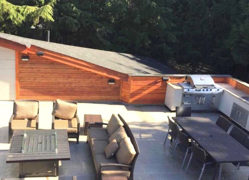 Roof deck BBQ Area