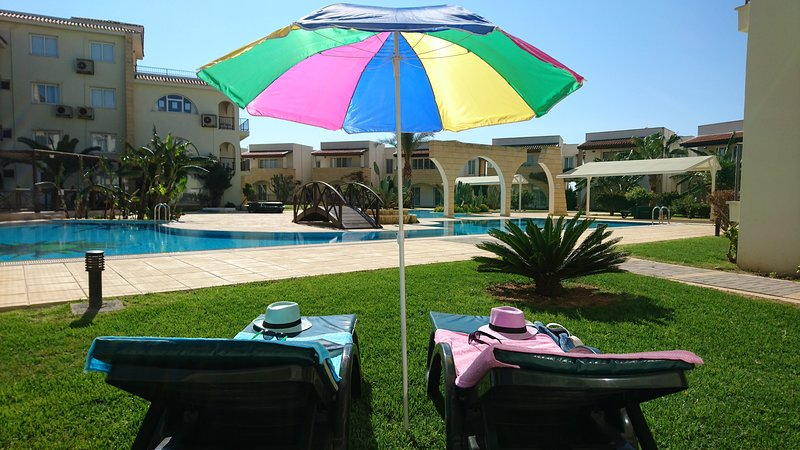 Studio Apartment  Located  Sea front Development, alquiler vacacional en Bogaz
