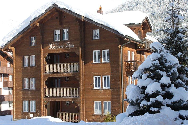 Walliserhüs - gemütliche Ferienwohnung an zentraler Lage, aluguéis de temporada em Saas-Fee