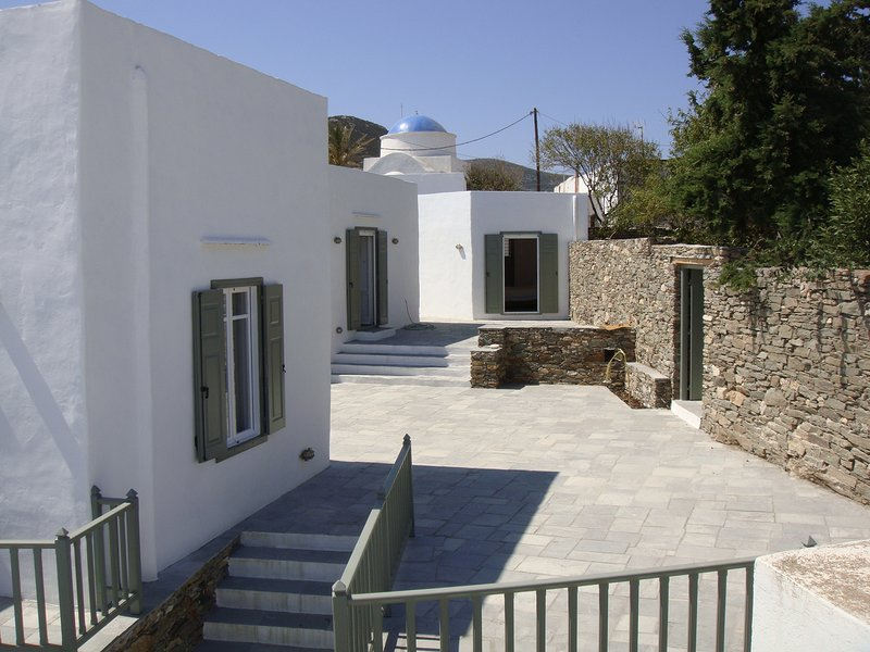 Sifnos, Exambela. Charming village House, holiday rental in Chrisopigi