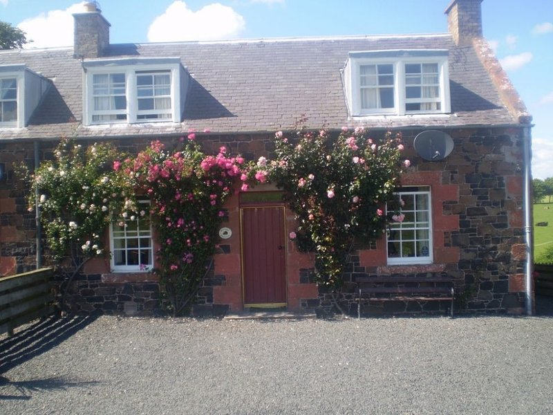 CRAGGS COTTAGE, pet friendly, wifi, Kelso. Ref: 972508, vacation rental in Heiton