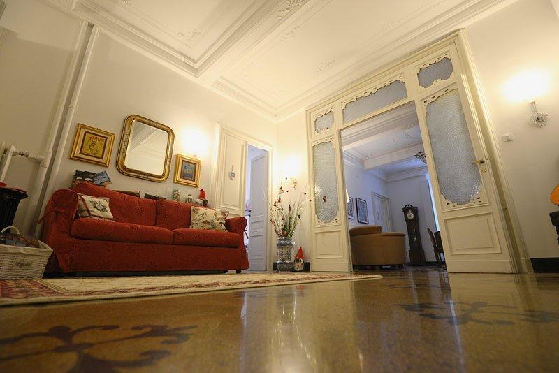 'La Casa di Lella'- Elegante Appartamento in centro vicino alla città storica., vacation rental in Genoa
