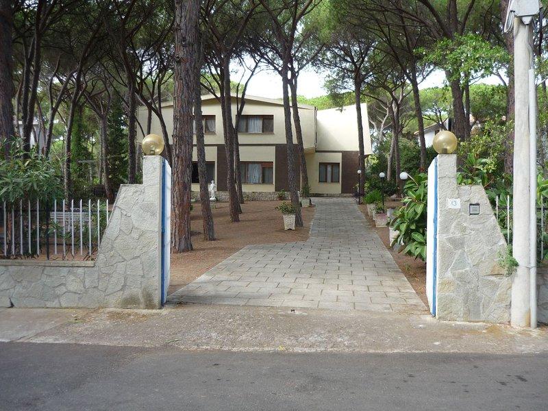Santa Margherita Pula - La Perla Marina Appartamento piano primo in villa 8 pers, alquiler vacacional en Santa Margherita di Pula