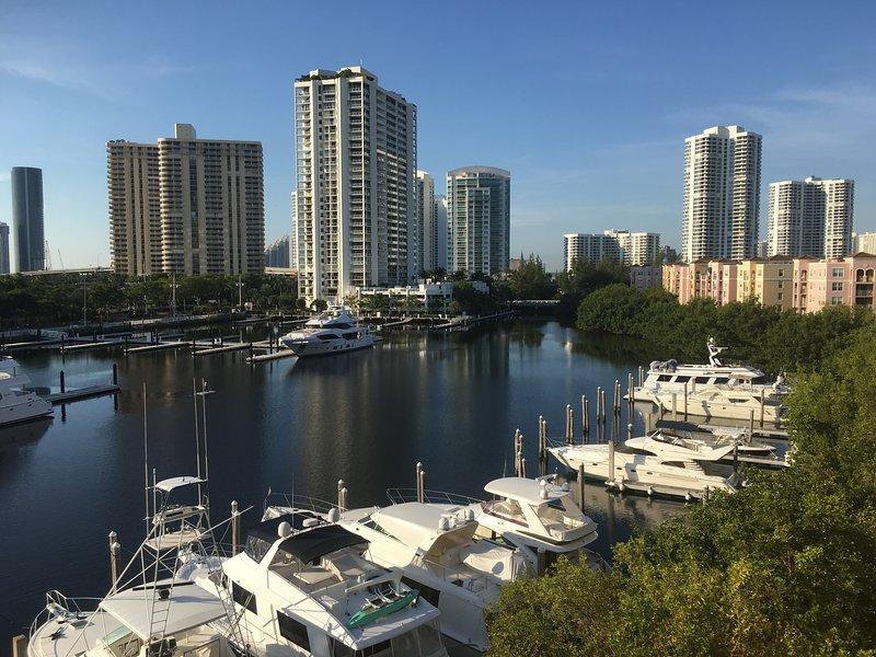 Best Yacht Club View, alquiler vacacional en Aventura