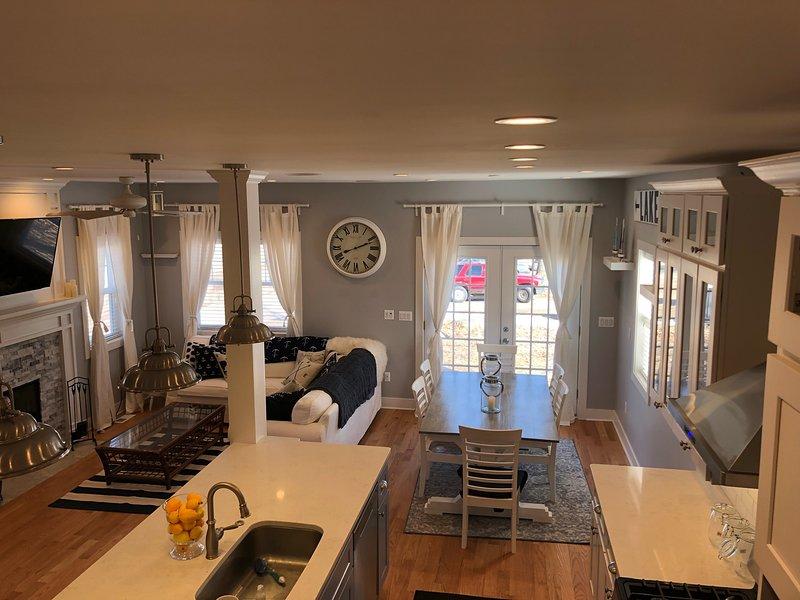 Cozinha, família e sala de jantar