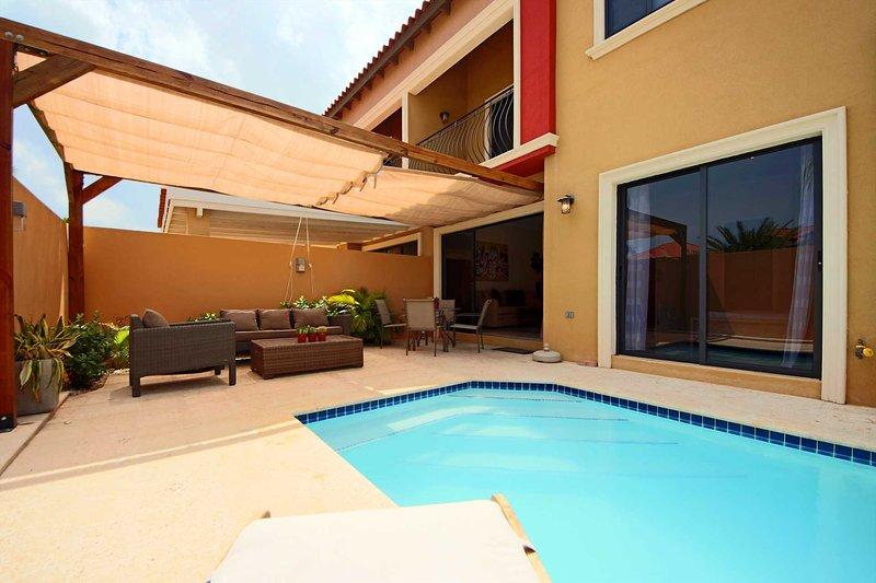 Su placer al aire libre condominio de dos dormitorios!