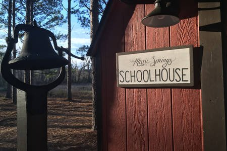 New! The Schoolhouse at Music Springs., holiday rental in Quitman