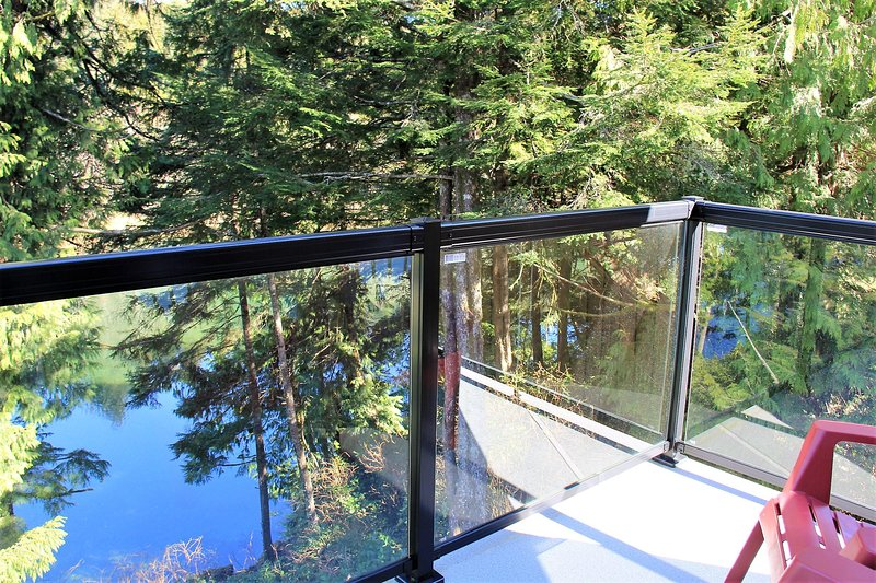 2 Bedroom Waterfront Cottage - Kingfisher Cottage, vacation rental in Barkley Sound
