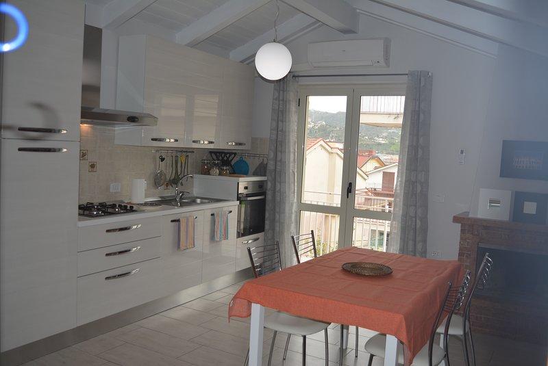 Comfortable Attic apartment B&B Inside Agropoli 2 balconies and highspeed Wi-Fi, location de vacances à Agropoli