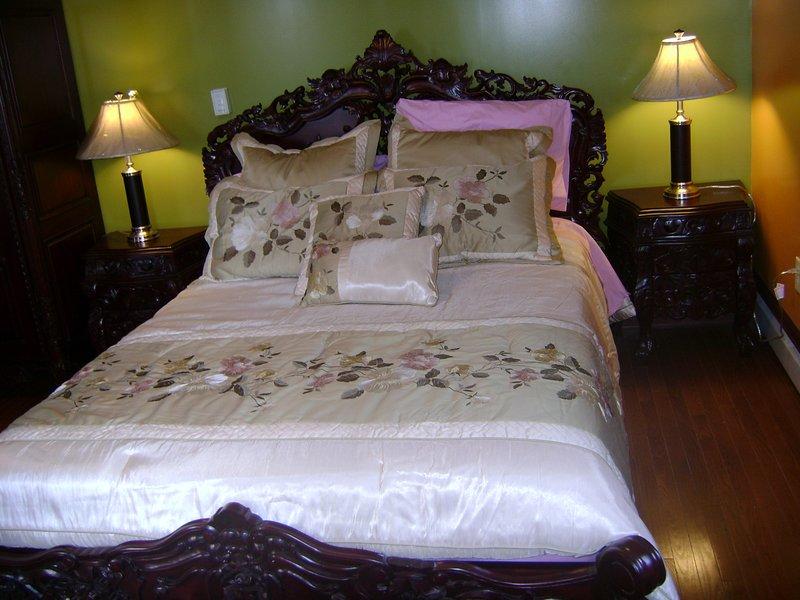 Room #3 Olive Garden Queen size bed