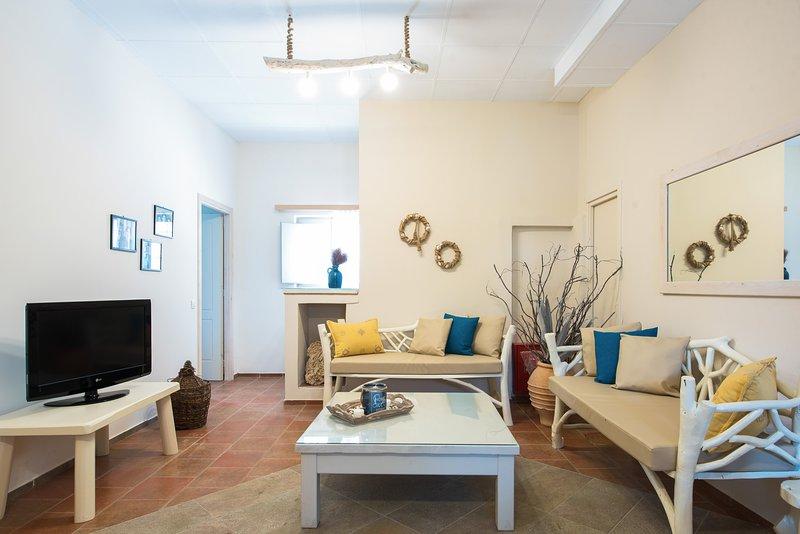 Villa Mixalis, Kepali House Collection Perivolos Beach, holiday rental in Agios Georgios
