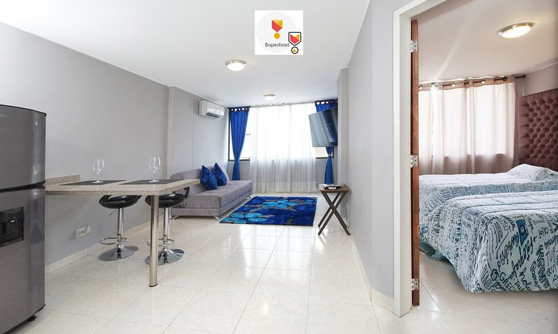 EXCELLENT APARTMENT WITH THE BEST LOCATION IN CALI, With Wifi and A/C, location de vacances à Cali