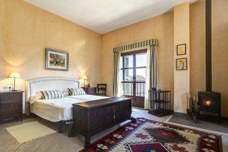 VILLA SA COMUNA- Magnificent estate set in the privalaged location of Puigpunyen, location de vacances à Estellencs