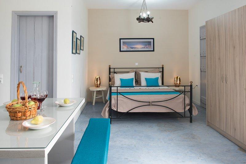 Villa Adrianna - Kapeli House Collection Perivolos, holiday rental in Agios Georgios