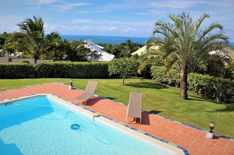 VILLA CARAÏBES 8 PERS. PISCINE VUE MER, vacation rental in Sainte Rose