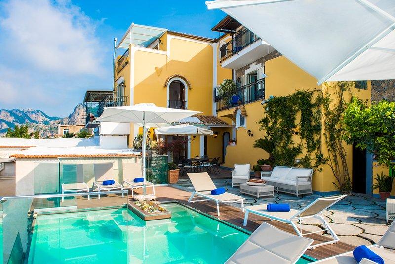 Bomerano Villa Sleeps 10 with Pool and Air Con - 5584458, holiday rental in Nocelle