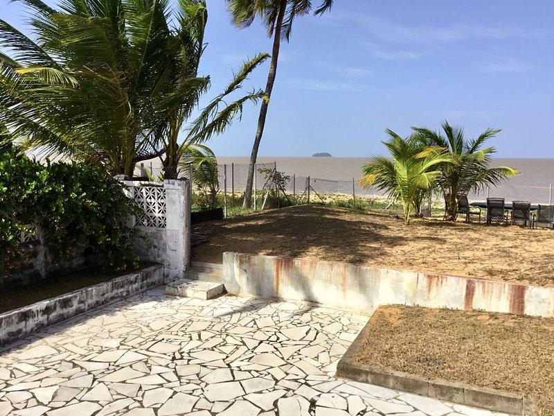 AURORE Maison Intimiste en bort de mer, location de vacances à Arrondissement of Cayenne