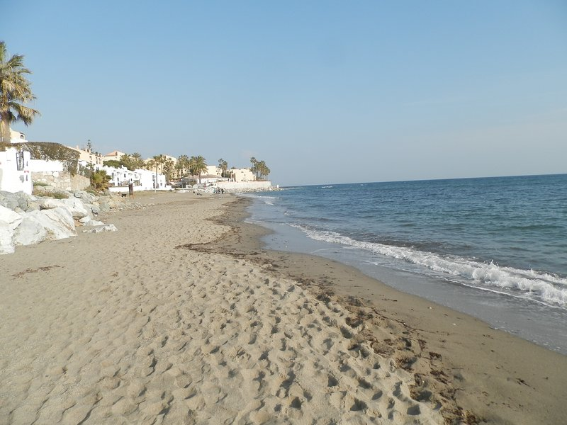Charming apartment with sea views in Calahonda, holiday rental in Sitio de Calahonda