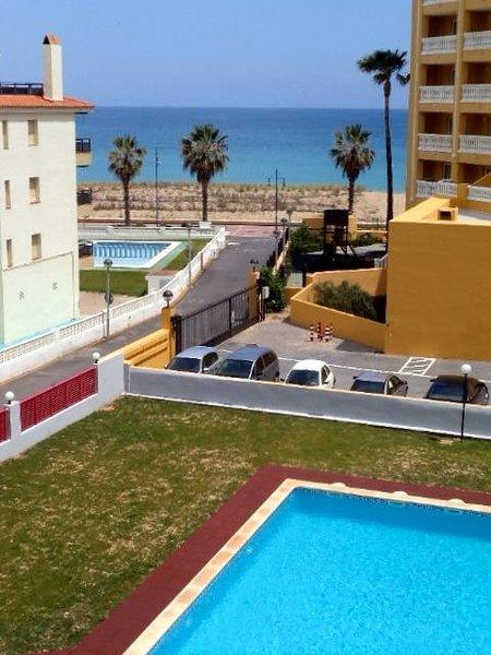 Vista desde la terraza, a escasos metros de la playa.