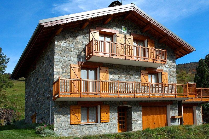 chalet Le Flocon 210 m2 avec jacuzzi sauna hammam wifi terrain garage parking, holiday rental in Les Menuires