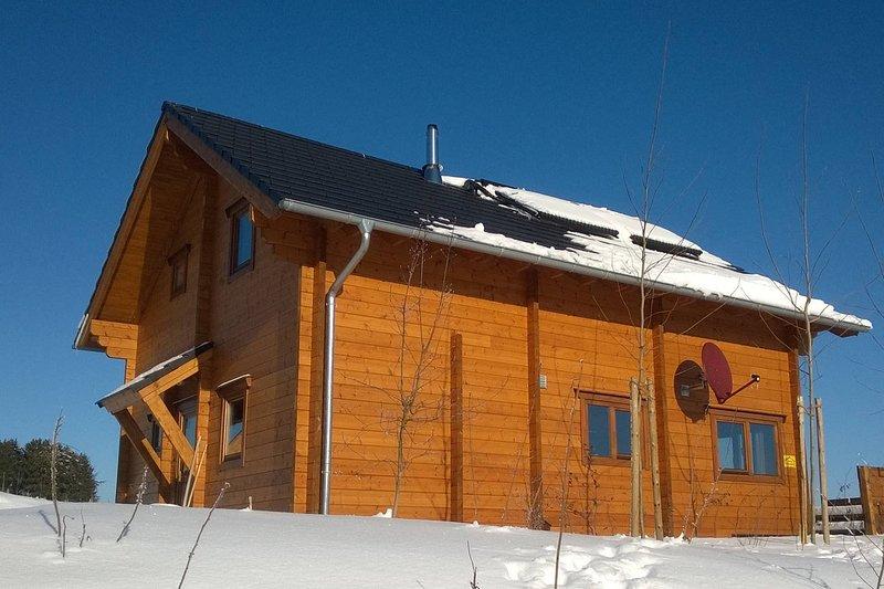 En hiver, la maison est merveilleusement confortable.