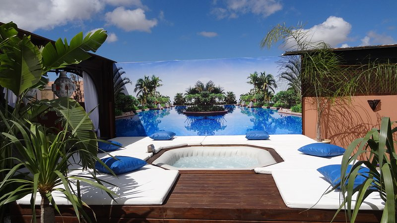 100 m2 private roof terrace with cold/hot jacuzzi, swimming pool, Ferienwohnung in Marrakesch