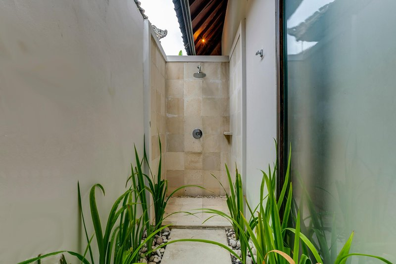 34 Jagaditha Villa outdoor shower