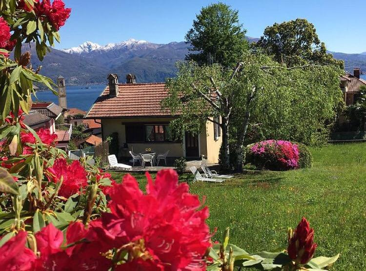 House immersed in the garden in absolute relaxation., holiday rental in Aurano