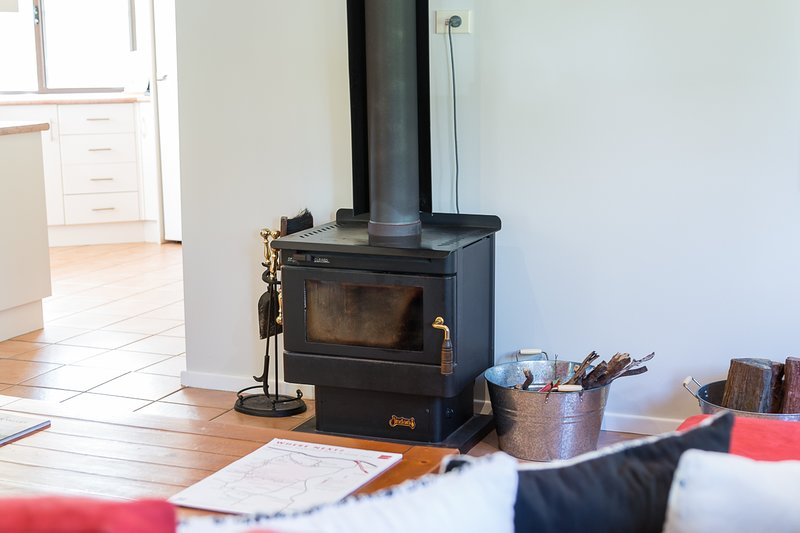 Hermitage Hideaway Cottage Pokolbin Hunter Valley- Indulge with friends by the fire.