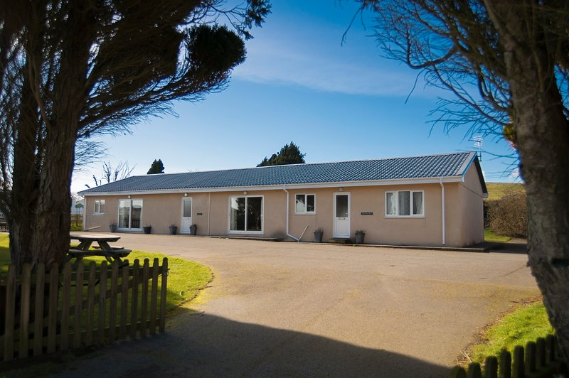 Ty Bach Bungalow, holiday rental in Pwllheli