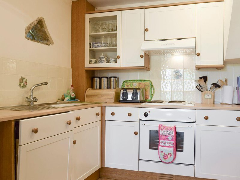 Oak Tree Cottage kitchen