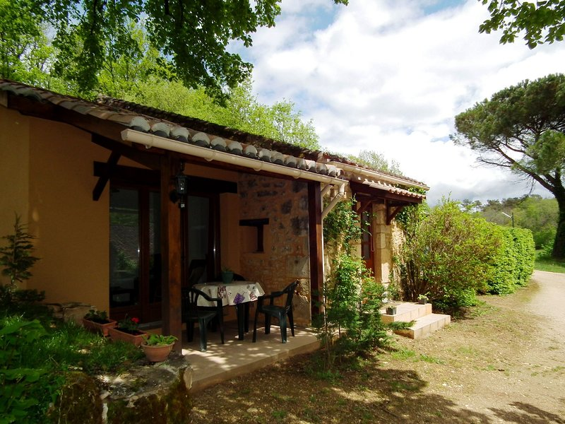 Cottage 2/4 pers. in **** Dordogne Holiday Resort, holiday rental in Lacapelle-Biron