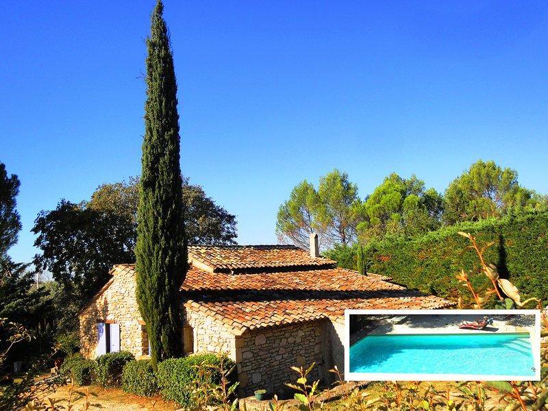 Au calme à Uzès, 70m² climatisés avec 2 chambres, piscine 10X5, jardin, terrasse, holiday rental in Gard