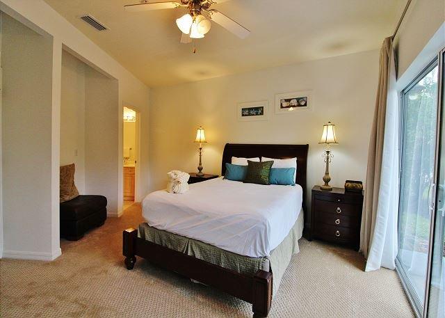 2nd Bedroom with Queen Size Bed(ground floor)