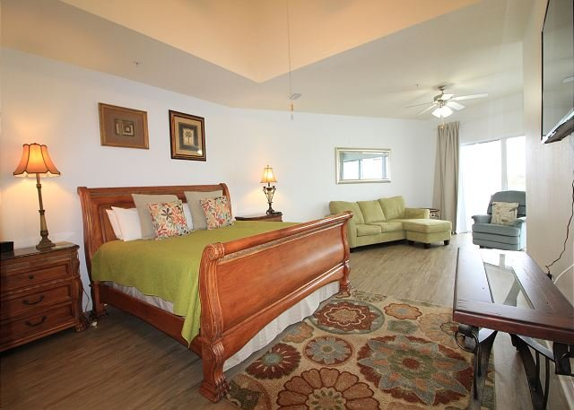 Master Suite with King Size Bed(3rd floor)