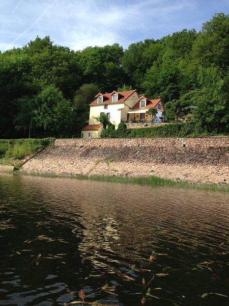 Chambre d'hôte Les Moulins au bord du lac, Morvan, France, vakantiewoning in Chatillon en Bazois