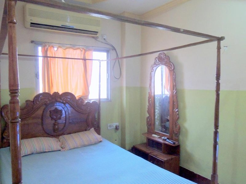 PRANTIK HOTEL Food and Lodging GuestHouse 9, vacation rental in Agartala